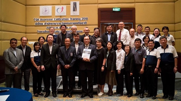 Calingo stands with leaders of evaluation teams for the Thailand Quality Award.